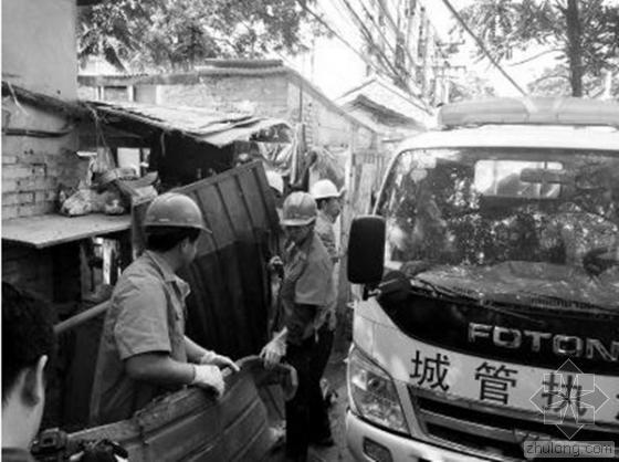 """北京""""盒饭村""""违建板棚被强制拆除"""