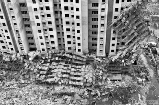 工地搭建脚手架不规范操作致其13层整体坍塌