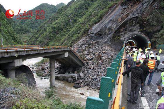 山体滑坡致西康高速一桥梁垮塌  赵正永指示救灾