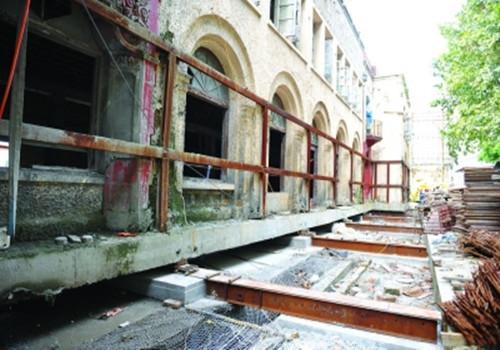 南京89岁民国建筑被来回平移80米 耗资四五百万元