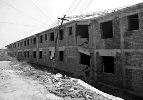 陕西投资近1亿新农村项目 未完工楼房整栋下沉