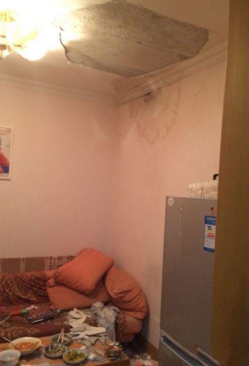 全家吃饭天花板砸下 施工方称房屋结构基本安全