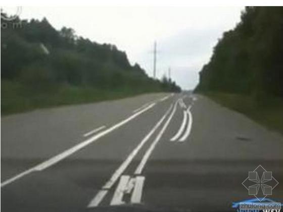 """俄罗斯公路上的""""奇葩""""标线"""