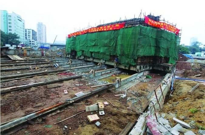 """楼房监控施组资料下载-广州百年德国教堂""""打包搬家""""26.3米"""