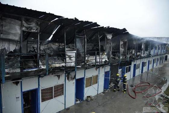 贵州工地火灾 大片活动板房被烧毁