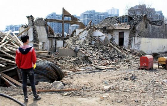 南京一清代老宅遭野蛮施工毁坏 执法人员痛心