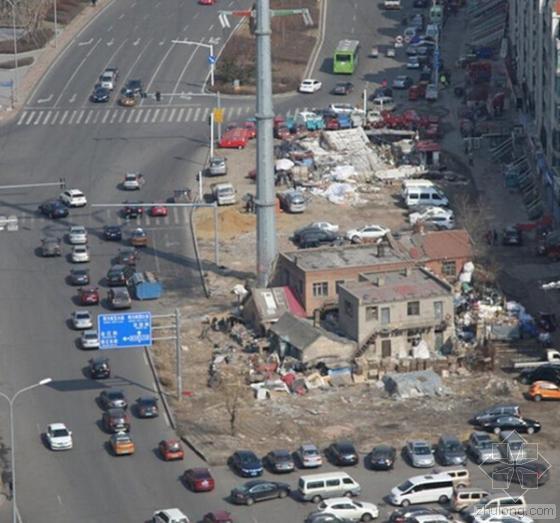 哈尔滨钉子户路中间开废品收购站