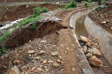 新修水渠垮塌 村民质疑工程质量