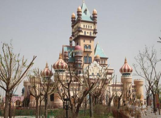 """甘肃戈壁滩现""""童话城堡""""总投资22亿"""