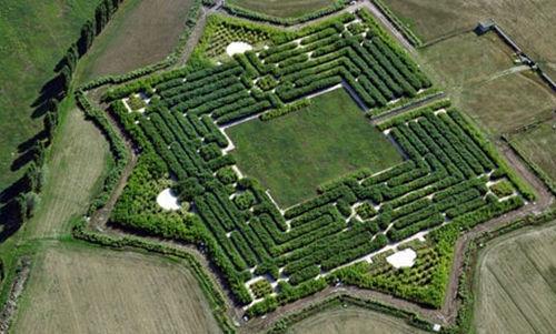 收藏家8年建造世界上最大迷宫 堪比诸葛亮八阵图