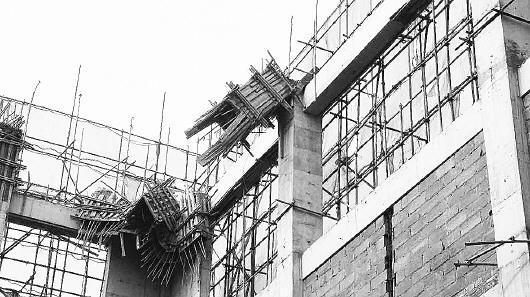 潍坊发生建筑事故 多少生命才能换来安全支架