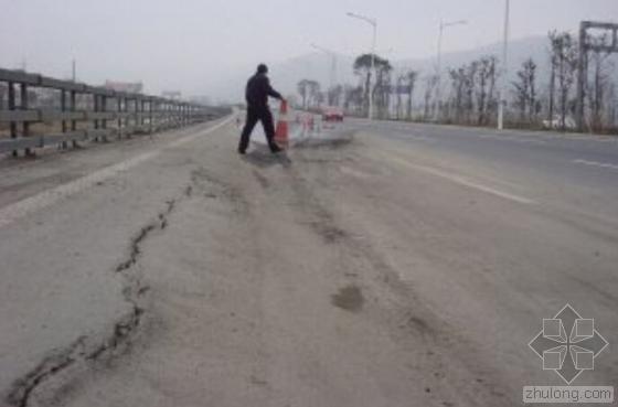专家:合肥胜利路地面沉降不影响建筑安全