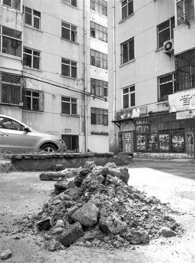 回填用建筑垃圾 高出地面半米多(图)