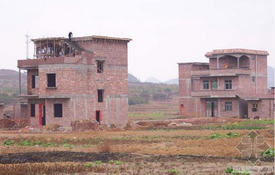 农用地上建房遭遇违建大锤 14栋违建栽了!