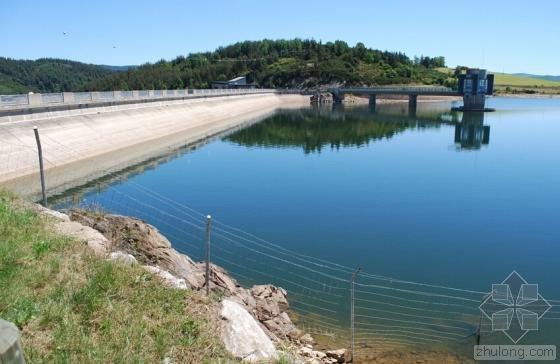 包工头找人破拆新水坝 称是豆腐渣工程