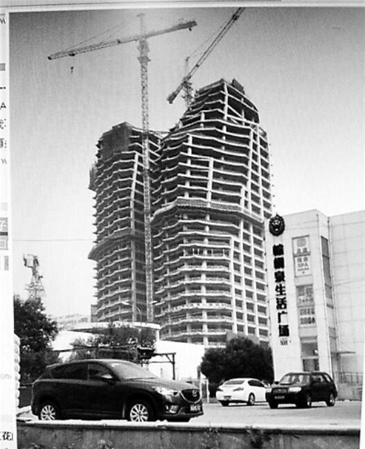 """北京一大厦被指建""""歪"""" 施工方称设计如此(图)"""