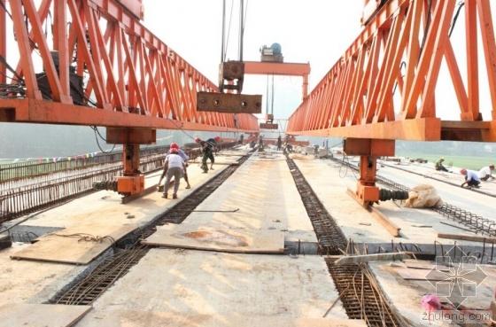 工人从20余米高架桥施工摔落 工友回工地帮找腿骨