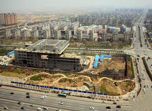 """郑州投资1.8亿地标建筑""""中原之门""""烂尾3年将被拆除"""