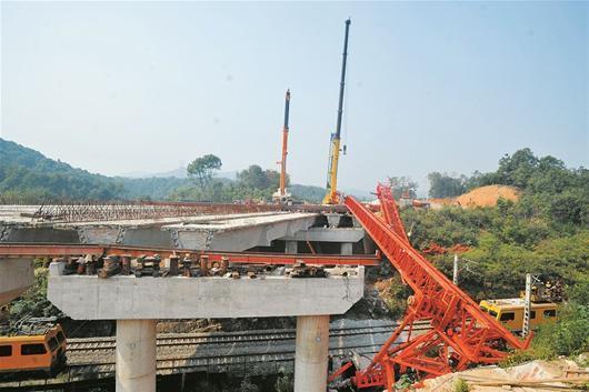 跨铁路架桥施工梁体脱落 致焦柳铁路一度中断