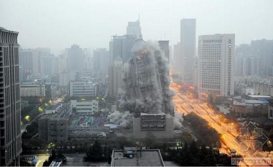 西安118米高楼爆破成功 高楼夷为平地仅用10秒