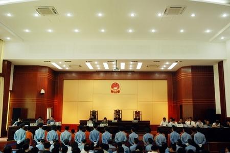12名村民因阻拦施工 被告上法庭