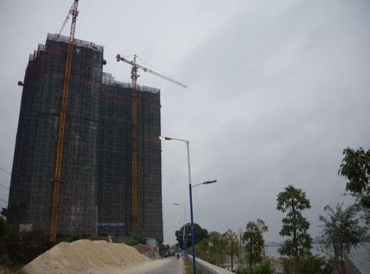 广东一村主任投资亿元违建大楼,政府惩罚百次未果。