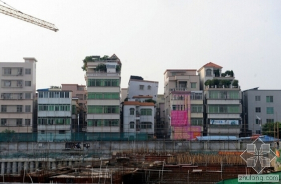 """广州一歪楼还没""""纠正"""" 隔壁楼也歪了"""