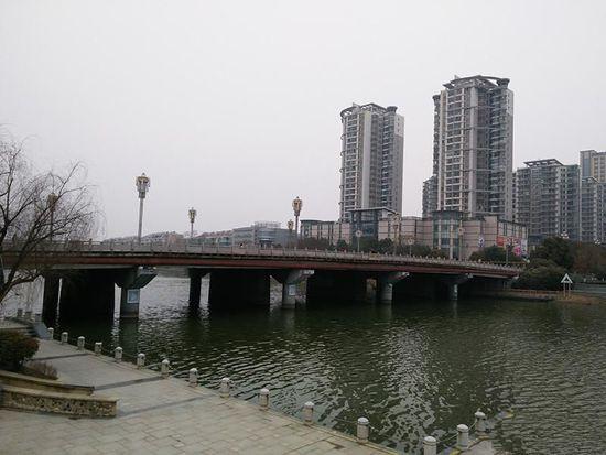 南京拟炸毁投资2亿桥梁重建 被指钱多没地方花
