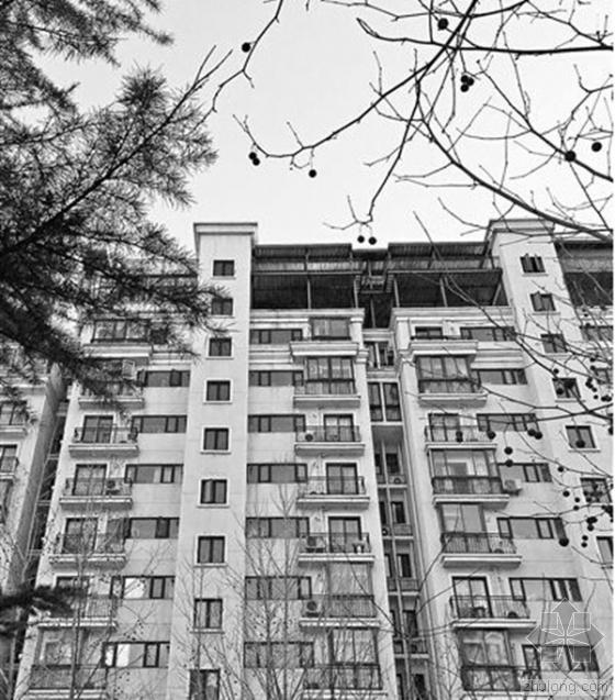 """北京一楼顶现两层""""违建"""" 物业:无执法权难管"""