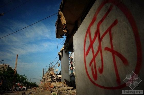 男子家中无人房被拆  未与镇政府签征迁协议