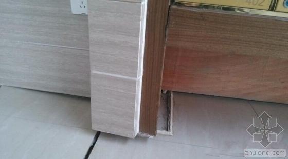 一楼大堂倾斜邮箱被拔离地面  对楼体无影响?