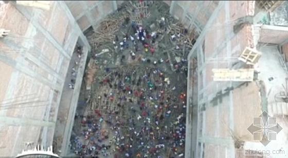 墨西哥一座教堂外的脚手架坍塌致