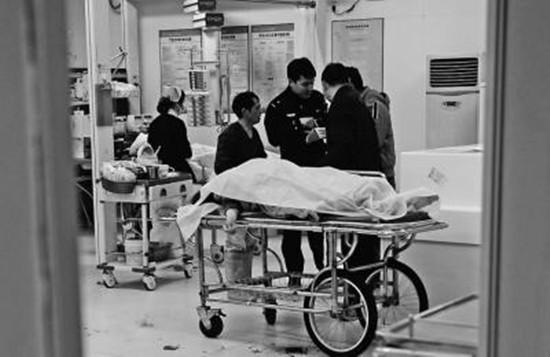 连江一46岁女工从四楼脚手架坠落身亡 现场大量鲜血