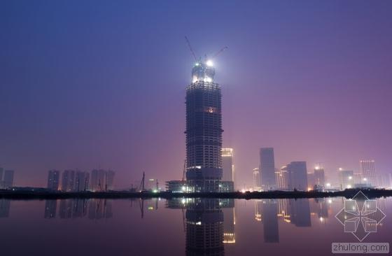 BIM在武汉绿地中心项目的应用-指导自带塔机 顶升模架平台安装