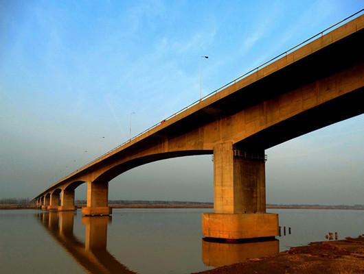 """""""黄河第一长桥""""年底前建成通车"""