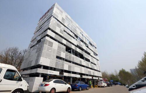 """北京建""""垂直循环式立体车库"""" 2.5个车位停16辆车"""