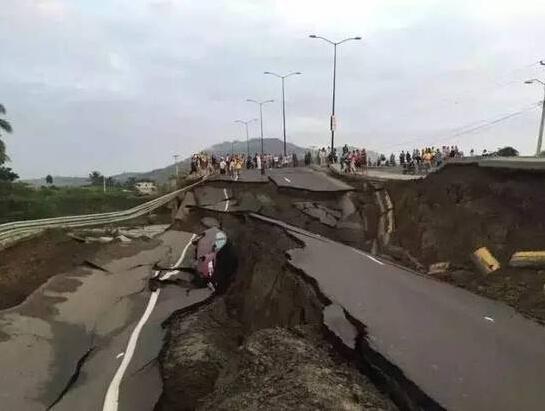 厄瓜多尔7.8级强震 震不坏中国建筑的脊梁