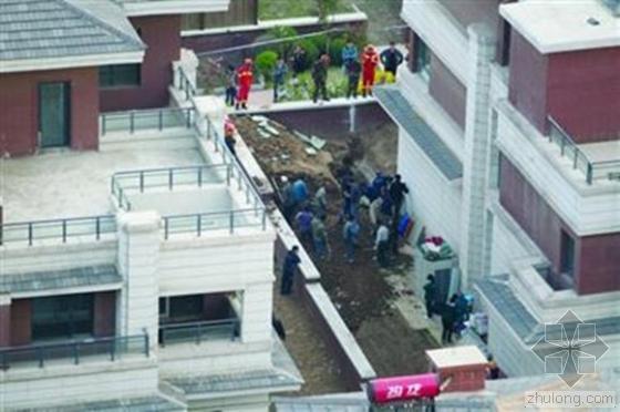 沈阳别墅地下室作业坑坍塌 被埋工人一死一伤