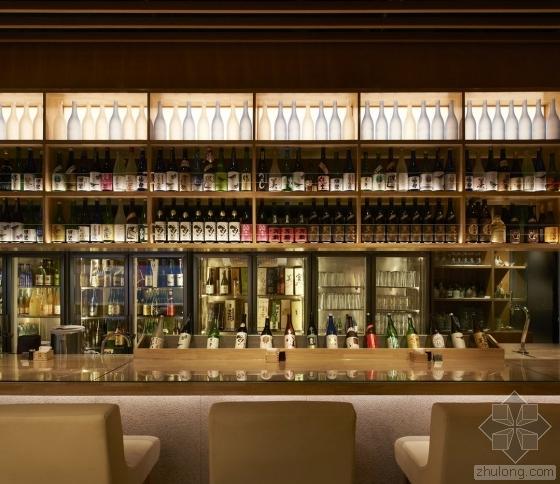 """北京这家日式清酒餐厅 用木格栅做了一面""""瀑布"""""""