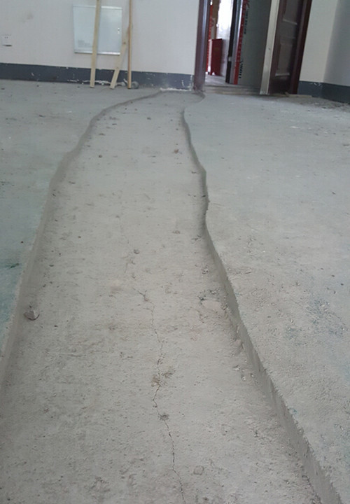 楼板裂缝4米多长 南通房屋质量堪忧