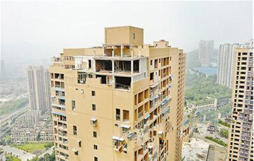 """重庆""""最牛""""违建现世 30多层楼顶自建别墅"""