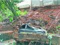 武汉护坡围墙垮塌埋压4辆车 幸无人员伤亡