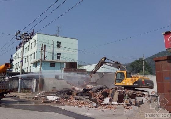 宝鸡5处废旧建筑被拆除 60米烟囱8秒倒地