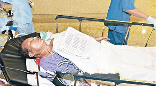 受伤工人送院治疗