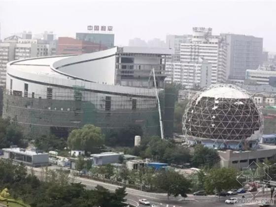 昨日,位于北三环的中国科技馆老馆在翻新装修中