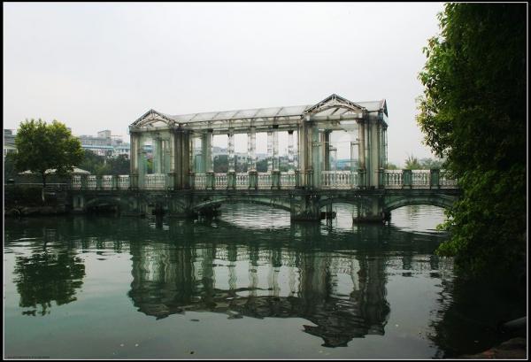 """桂林两江四湖""""玻璃桥"""""""