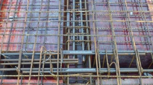 钢筋在十字交叉处搭接及底部钢筋搭接长度的问题