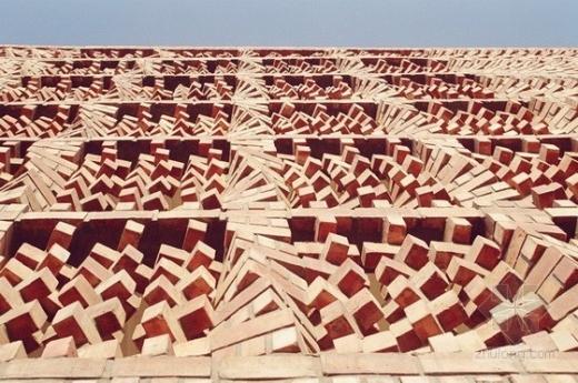 旋转的砖墙:印度新德里SAHRDC砖砌办公楼