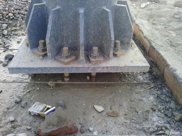 钢结构问题求救?急啊,马上打混凝土,柱脚这样处理行吗