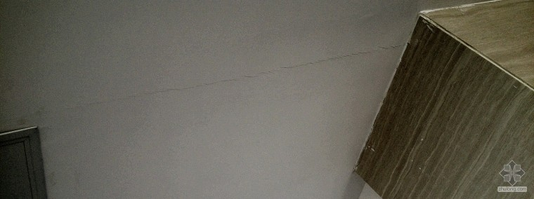如何判断吊顶裂缝是建筑沉降或吊顶装饰施工的质量问题造成的